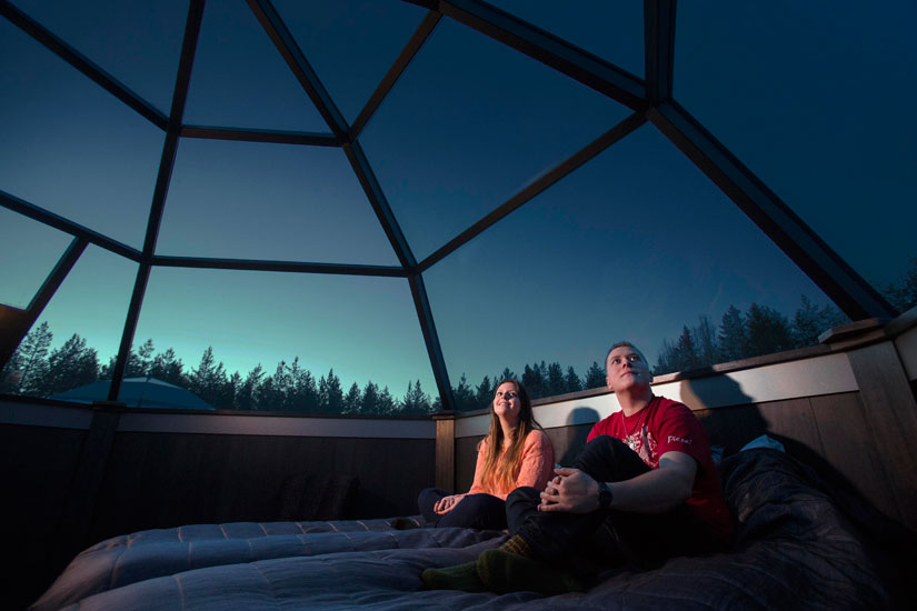 Igloo Hotel Northern Lights >> Waiting For Northern Lights Inside An Arctic Glass Igloo In